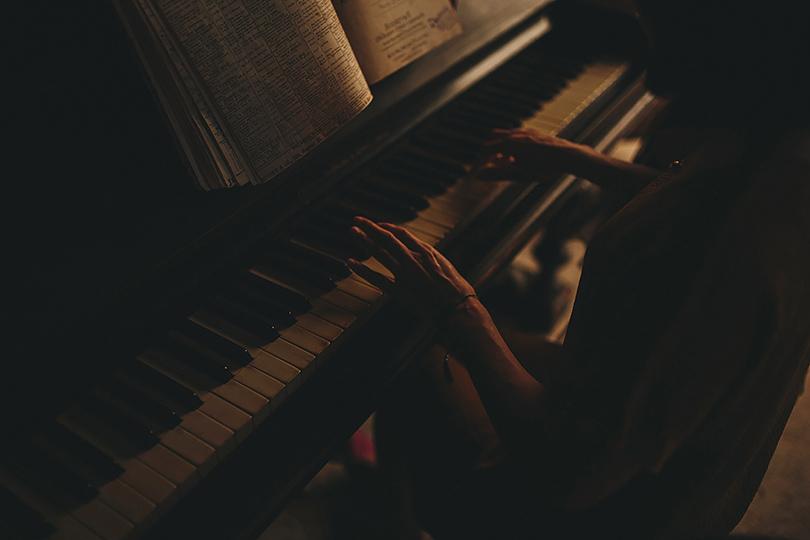 piano at boutique-barn